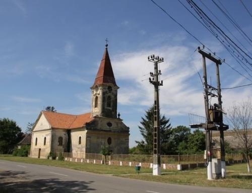 Das Kreuz steht wieder auf der Turmspitze