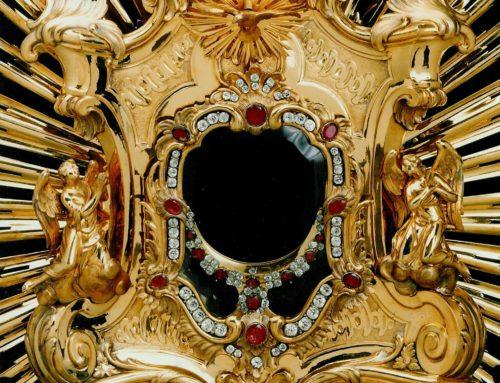 Eucharistische Anbetung im Innenhof des Bischöflichen Ordinariats