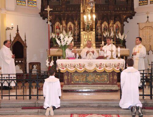 Biserica romano-catolică din Deta în straie de sărbătoare. Hramul/ Kirchweih-ul celebrat în sărbătoarea Sf. Ana, 26 iulie